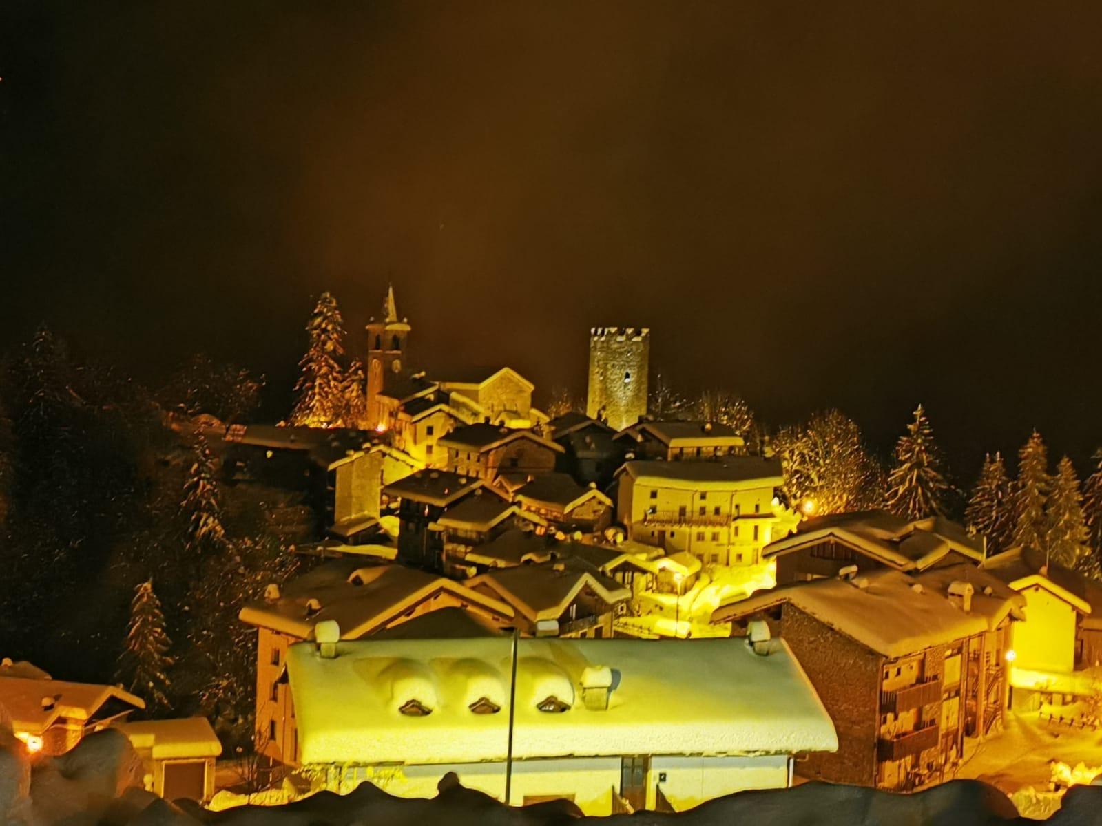 I fantastici paesaggi notturni di Champorcher e i nuovi Dehors del       Lo Skiman, aspettando il Natale e il 2020